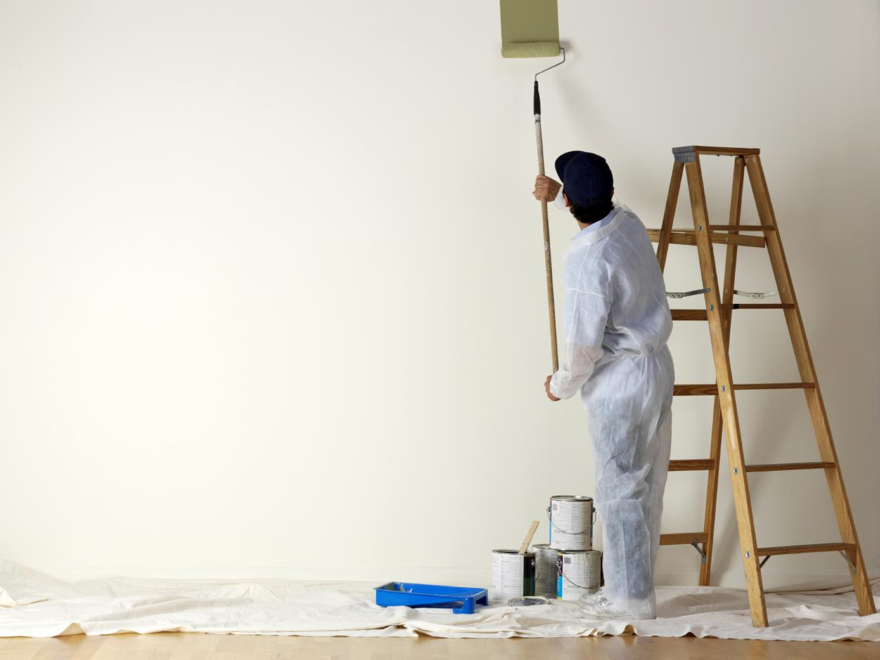 iStock-000005373958_Man-painting-wall-with-roller.jpg.rend.hgtvcom.1280.960